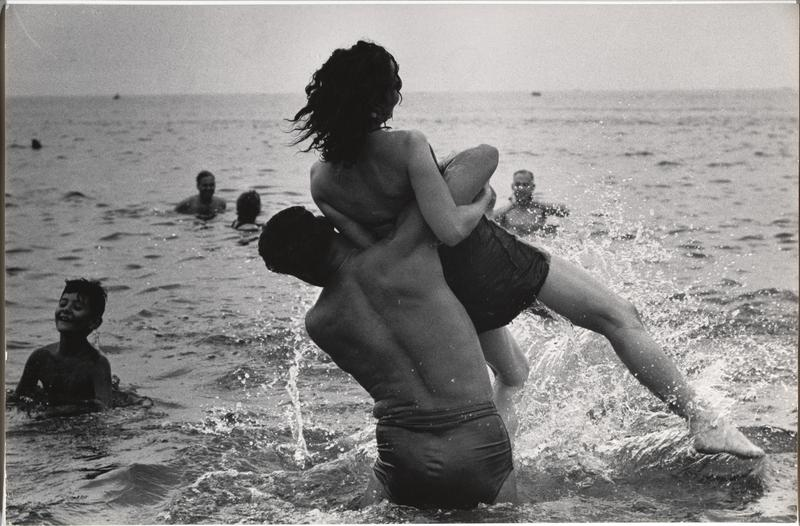 Mid-Century New York in Black and White, garry winogrand, coney island 1952, metropolitan museum of art, the three tomatoes