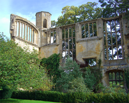 Sudeley Castle — Finding Queen Katherine Parr, Deb and Dave White, the three tomatoes