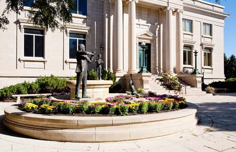 Vermillion, South Dakota: The National Music Museum, driving diva, gerry davis, the three tomatoes