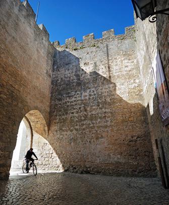 Óbidos – The Wedding Present Town, Deb and David White