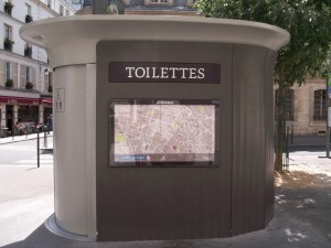 paris for a month, toilette, the three tomatoes
