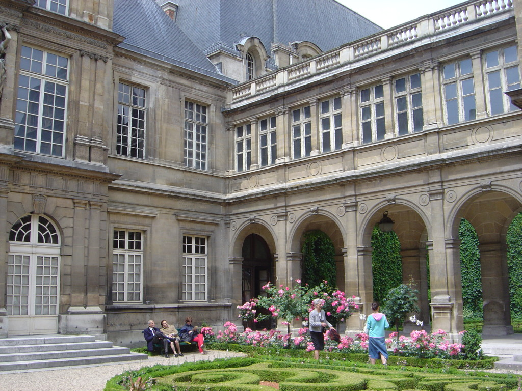 Carnavalet, the three tomatoes