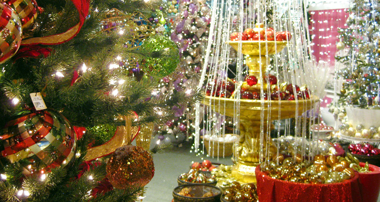 LA LIFE: Candles, Christmas Decor, Holiday Markets, Hanukkah Festival