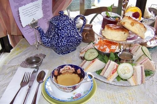 SF LIFE: Ring In 2019, High Tea the three tomatoes