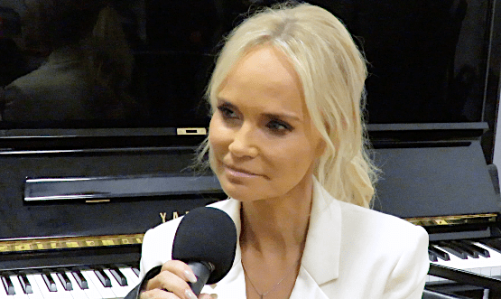 Kristin Chenoweth Talks About and Sings Excerpts From 'For the Girls'