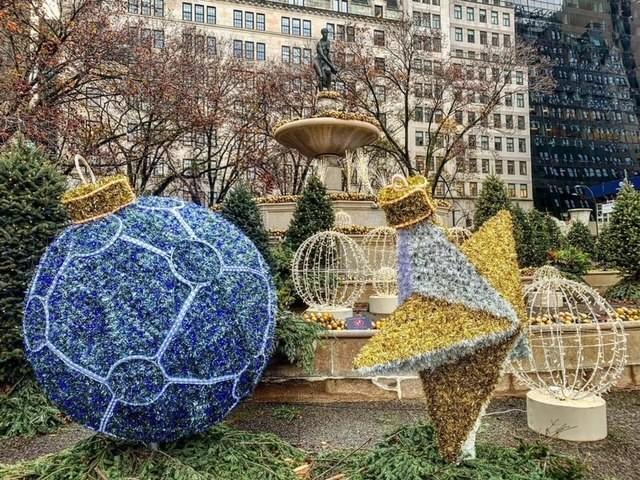 NYC Life: Hanukkah, Nutcracker, Trains, The Grinch, Music